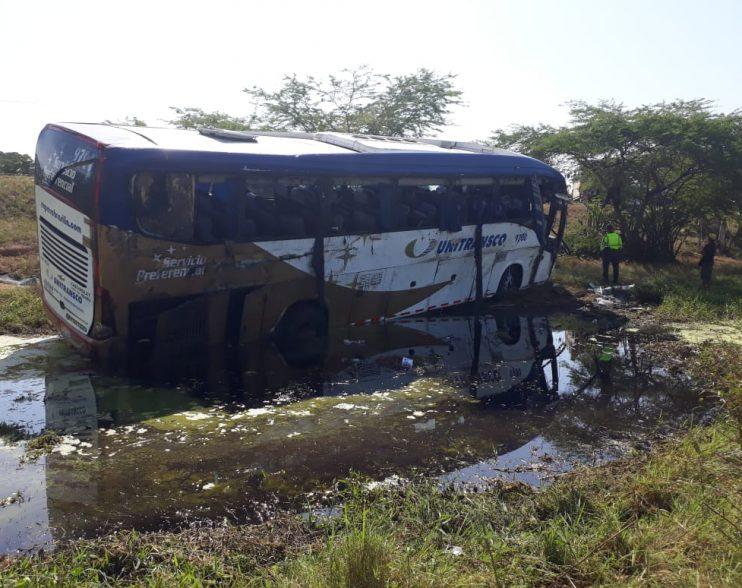 20 heridos luego de volcarse bus de Unitransco en el sur del Atlántico