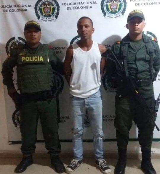 Policìa captura a individuo con cuchillo y celular que minutos antes habrìa robado