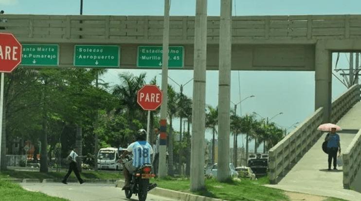 Anciana muere de un infarto en puente peatonal de la Circunvalar