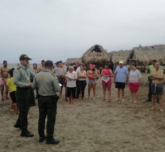 Policía realiza campañas de prevención en playas del Atlántico