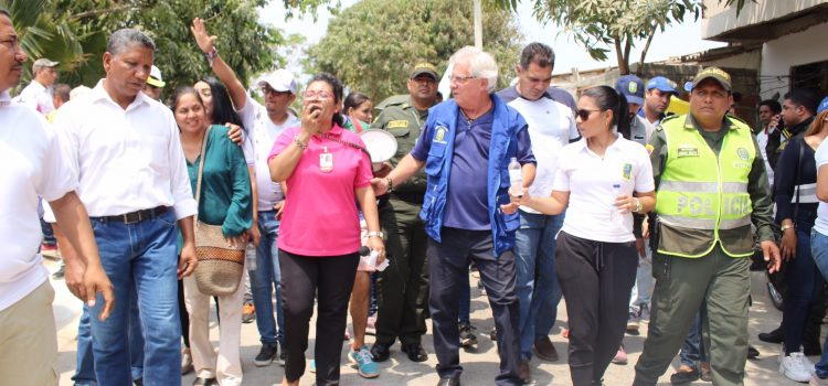 Alcaldía, constructoras  y comunidad se unen para pavimentar vías en Soledad