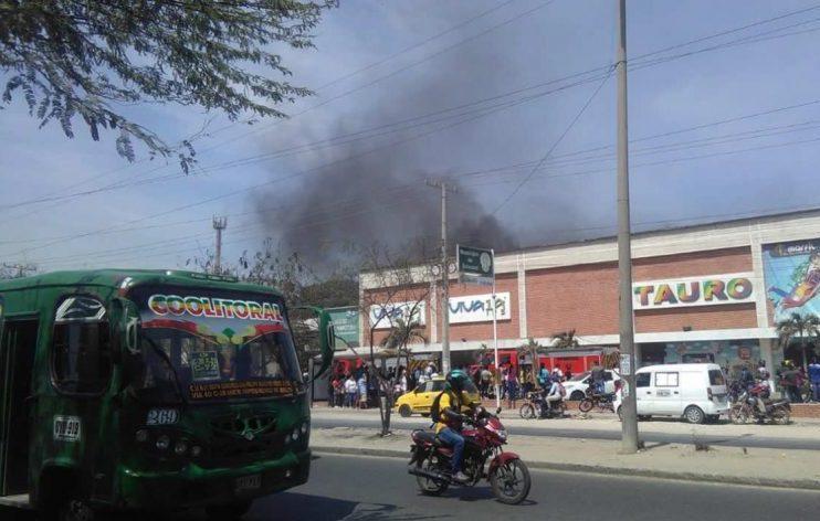 Bomberos controlan conato de incendio en la IPS Viva 1A de la calle 30