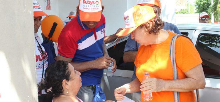 Visitando casa a casa, Dubys Barandica se tomó los barrios El Carmen y Las Palmeras en Santo Tomás