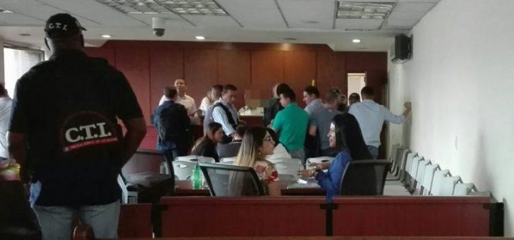 Ala cárcel tres sindicados por corrupción en el Ejército