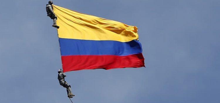 2 militares mueren luego de caer al vacío durante exhibición aérea en Medellín