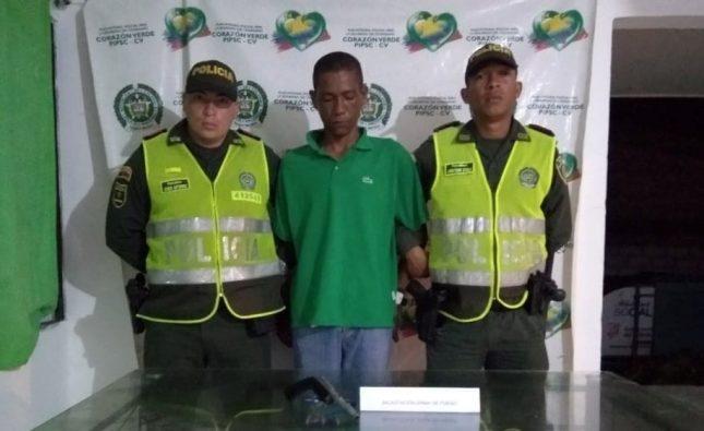 Policía lo captura por porte ilegal en Candelaria
